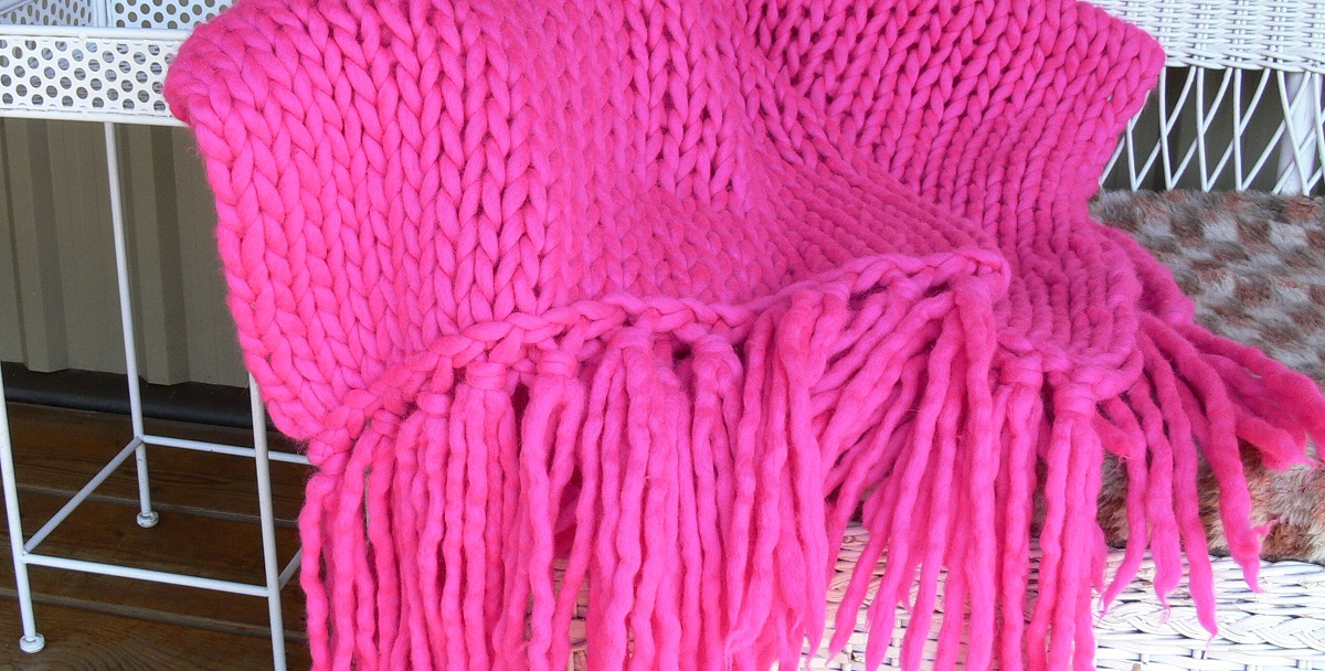 pink blanket lopi style chunky yarn knitted using MegaHooks