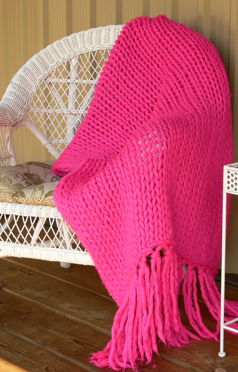 knit a super-thick blanket in one day using megahooks